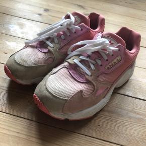Super fine Adidas Fancon i lyserøde nuancer 🌸 god stand..