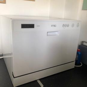 Bordopvaskemaskine / mini opvaskemaskine  fra Knau, i god stand, meget lidt el forbrug. Kan nemt tilsluttes vandhanen i køkken.  Sælges inklusiv vandhane tilkobling, som koster 500 fra ny.   Kan afhentes i København Nv Nypris i alt 2500kr