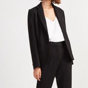 Smuk jakke . Sælges med samlet rabat med matchende French connection pencil skirt . Begge str 8 (svarende til xs)