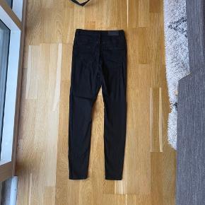 Sorte Sophia skinny jeans fra Vero Moda. Brugt få gange