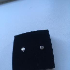 Runde øreringe i 925 sølv. Låse medfølger ikke