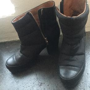 Oprydningssalg... Sælger disse fede støvler da jeg desværre ikke for dem brugt.
