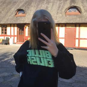 Billie Eilish sweatshirt str xs/34  Brugt 1-3 gange. Helt som ny