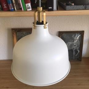 Lampe   - fast pris -køb 4 annoncer og den billigste er gratis - kan afhentes på Mimersgade Kbh n - sender gerne hvis du betaler Porto - mødes ikke ude i byen - bytter ikke