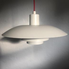 Sælger 2 ph 4/3 lamper til 1.300,- stk. Sender gerne lamperne Lamperne har brugsmærker men har ingen buler eller lignende.