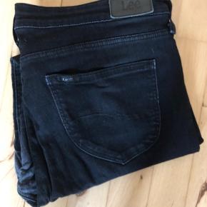 Sorte slidte Lee-jeans i modellen Scarlett ⚫️ Meget brugte - derfor den billige pris ♻️ Størrelse: W33 L33 📏 Original pris: 699 kr. 💰 Nu: 25 kr. 👌🏻 . #karolinesklædeskab
