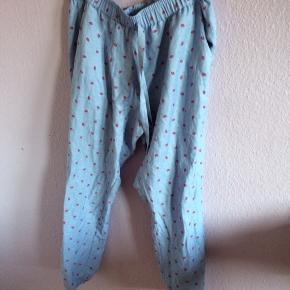 Blå natbukser med kyssemunde på 💋