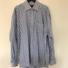 Vintage stribet skjorte  Pæn stand Strygefri  Størrelse XXL   Skriv gerne for flere informationer eller mængderabat.