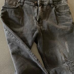 Str 33 - længde 34 Som nye - super lækre bløde bukser med slid på lårene
