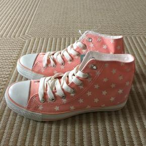 lyserøde sneakers med stjerner str 37.