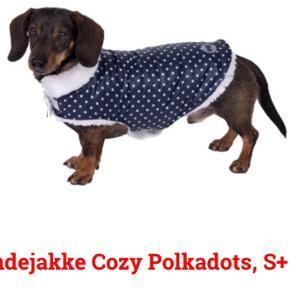 BYD:  fragt med DAO  Frakke i mørkeblå med hvide prikker, til hunden.  Str.L 35 cm over ryg, helt ny Køber betaler Porto