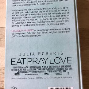 Spis bed elsk af Elizabeth Gilbert SPIS, BED, ELSK er en personlig fortælling om tro, håb og kærlighed. Det er en rørende og sjov pageturner, som har givet læsere over hele verden mod og inspiration til at tage på eventyr og søge efter balance i livet.  Indb, kan sendes m DAO for 39 kr oveni til nærmeste udleveringssted