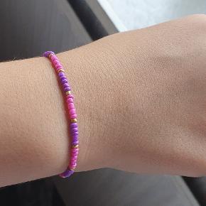 Hejsa, sælger dette hjemmelavet armbånd :) Det er aldrig brugt helt nyt! skriv for flere billeder. Hav en god dag :)