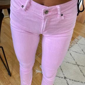 Fede lyserøde bukser i en str. xs🌸 Sender ikke flere billeder💖  Sælger andre mærker som: Zara, h&m, nelly, ganni, Nike, Adidas, missguided, pretty little thing, na-kd, gina tricot, Pernille Corydon, camille brich, maanesten mm