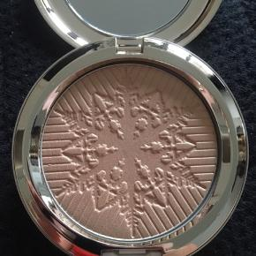 "Mac limited edition highlighter i farven ""happy go dazzlingly"""