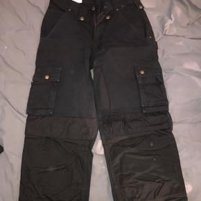 Sorte Carhartt bukser 28x32 200kr