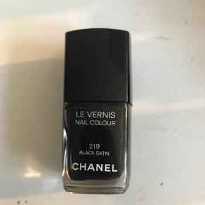 Neglelak fra Chanel i sort