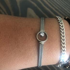 Smukt sølv armbånd fra Skagen Danmark. Armbåndet har aldrig været brugt, så fremstår som nyt. Længde ca.16 cm + 3 cm forlængelse