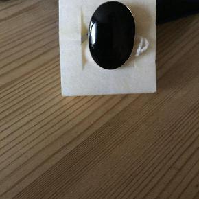 Varetype: Ring Størrelse: 58 Farve: Sølv  Rigtig flotte sølv ringe med sort sten eller turkieser.  Spørg endelig for priser og størrelser . Sender gerne på købers regning.  Pris fra 175kr