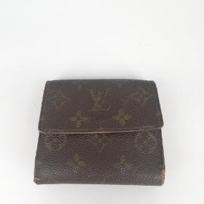 Louis Vuitton Elise pung 🍂  Der er plads til alt man har brug for🌸  Det er en smuk pung i monogram 🍂  Har meget få tegn på brug 🌸  Jeg har desværre intet originalt tilbehør da den er købt vintage ♻️