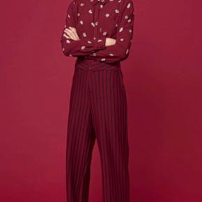 Madeline pants fra Gestuz Bløde Liv 2x39 Længde 111 Sælger også tilhørende bluse separat