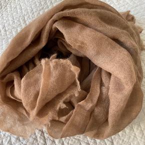 Faliero Sarti tørklæde