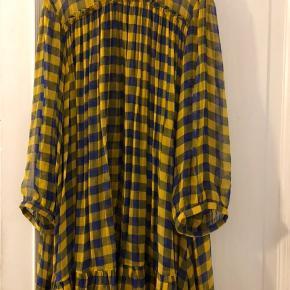 Super cool kjole / tunika. Næsten ubrugt.