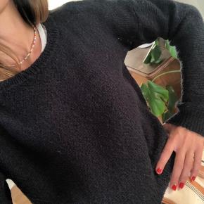 Subdued sweater - længde lige til taljen hvor bukser/nederdel/shorts starter