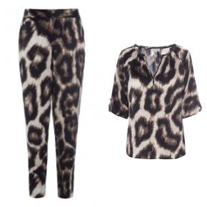 Super lækkert sæt bluse og bukser i ren silke med stræk.  Helt nyt - kun prøvet.  Nypris samlet: 3600,- Bytter ikke.