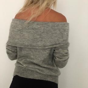 Fineste off shoulder strik trøje fra Designers Remix. Nypris var 1700 kr. Kan afhentes på Østerbro eller sendes på købers regning 🦋
