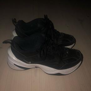 Sælger sorte Nike tekno || str. 38 || CON:9/10 || fremstår næsten som nye || np: 800kr