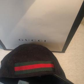 Kun brugt 2 gange, så standen er som helt ny. Købt i Gucci på strøget den 22 januar.  Jeg har givet 1725kr for den, kvittering haves!!