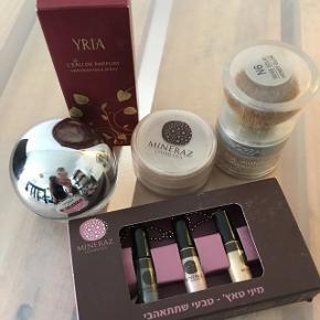 DKNY be delicious parfume (brugt meget lidt)Mineral puder aldrig brug Øjenskygge aldrig brugt Parfume: Yria (aldrig brugt)