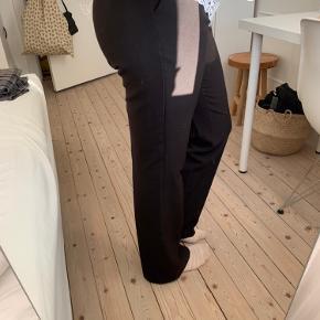 De fejler ingenting🧡 Sælges billigt, da jeg ikke længere får dem brugt. Modellen hedder Cassie Pants fra Neo Noir.