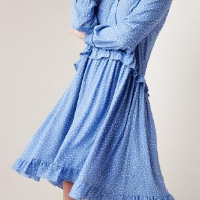 Norr Christie dress str.L brugt få gang Brystmål 2x57cm Taljemål 2x55cm Hoftemål 2x77cm Længede 109cm