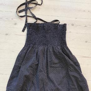 Fin og anvendelig top med prikker fra Samsø Samsø☺️ kan styles både ud over en t-shit eller bluse og uden😊