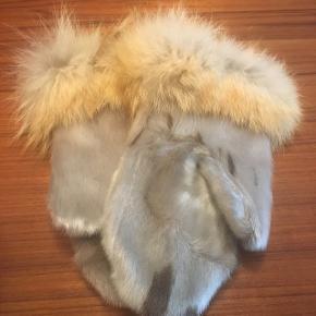 Ubrugte sælskindsluffer med pelskant fra Grønland.
