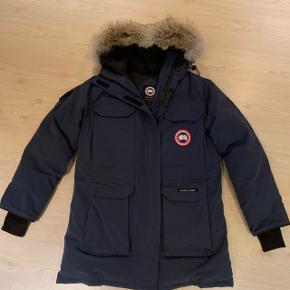 Ægte Canadian goose jakke herre model Brugt 2 gange er som ny . Str L