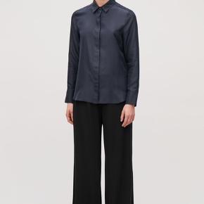 Aldrig brugte bukser i skøn kvalitet fra Cos Falder meget flot Str S men en smule oversize. Har mærket Se mine andre annoncer