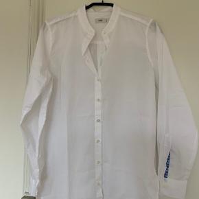 """Closed skjorte. Let oversize """"boyfriend"""" model. Aldrig brugt.  Str. S  Nypris 800,- / Sælges for 400,-"""