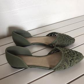 Søde blonde ballerina sko str. 35, aldrig brugt!   Har et par i grøn, sort og blå. Sælges enten enkeltvis til 100 kr. eller 250 kr. for alle 3 par.