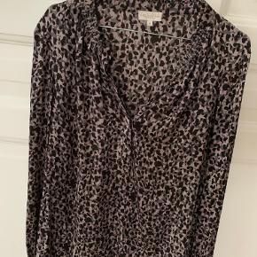 Silke skjorte fra kudibal, skønt leopard print med Rosa