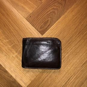 Sælger denne pung fra NN07. Ny pris 500,-  Køber betaler fragt.