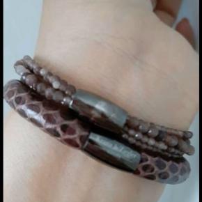 2 styks Kranz & Ziegler læder armbånd og et perlearmbånd i 18 cm. Ny pris i det hele var 1100 Sælges helst samlet