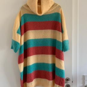 Flot mohair oversize sweater med rullekrave.  Fantastisk flot og varm.  Køber betaler ts gebyr