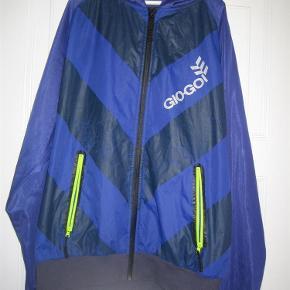 Varetype: Lækker trøje Størrelse: large Farve: - Oprindelig købspris: 700 kr.  God trøje med lynlås og hætte. Mindstepris 50+