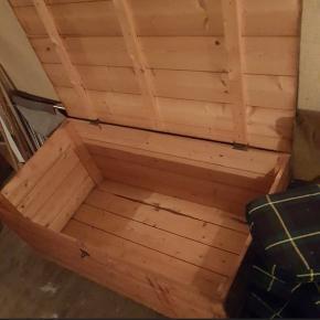 Gammel kiste. Skal afhentes i Hellerup hos min Mormor på hendes loft. HURTIG afhentning prioriteres😊