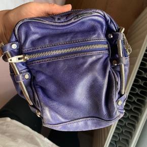 Lækker taske, som er ret slidt men mener dog stadig den kan bruges!   BYD