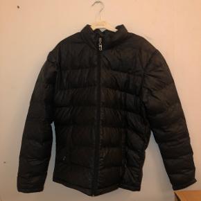 Hej alle, jeg sælger denne fede designer jakke fra Gucci, fordi jeg vil have en ny.  Jakken er købt Gucci Butikken den 19. September 2018, og er ikke brugt meget.   Np: 5.999   Mp 2500  Ellers BYD er også klar på HH