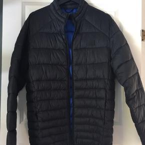 Lækker overgangs jakke fra Jack & Jones str S. Brugt få gange i foråret. Nypris: 400kr